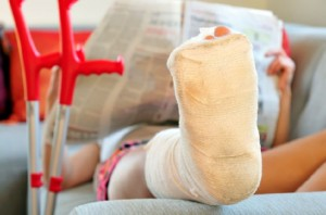 Beinbruch und Krücken